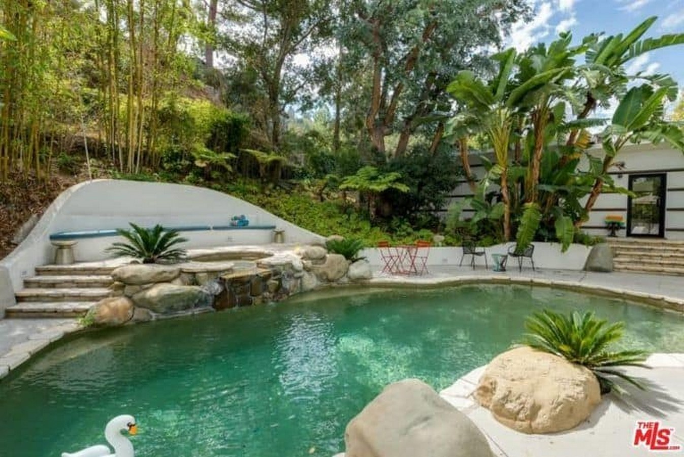 An inside look at all the houses owned by Ellen Pompeo Sheet7