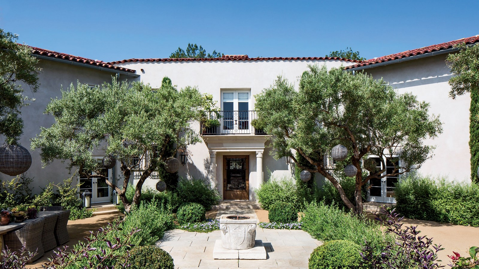 An inside look at all the houses owned by Ellen Pompeo Sheet8