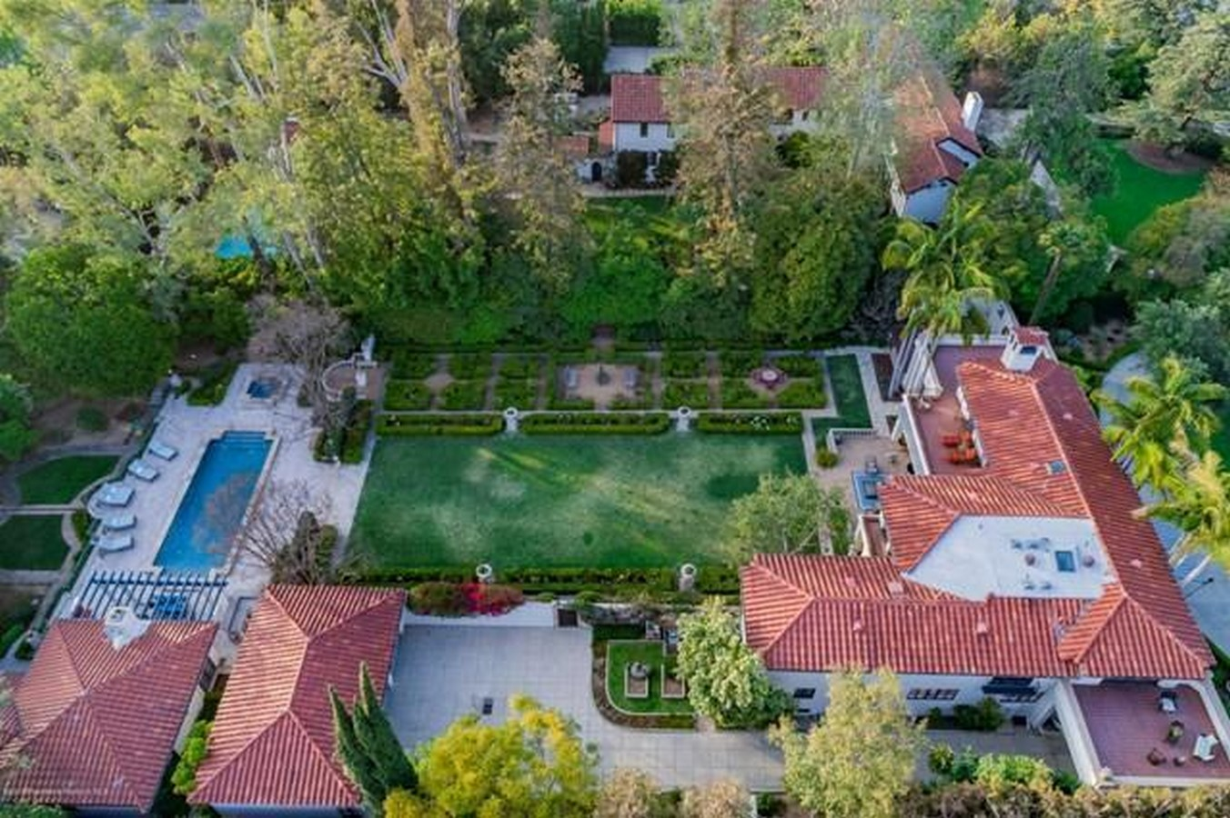 An inside look at all the houses owned by Ryan Gosling Sheet9