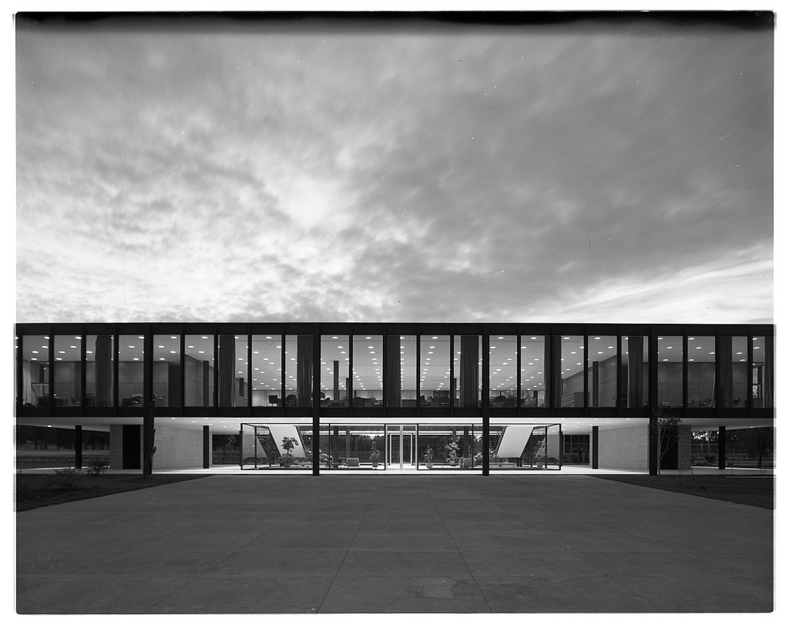 Bacardi Office by Ludwig Mies van der Rohe: Less is More Sheet1