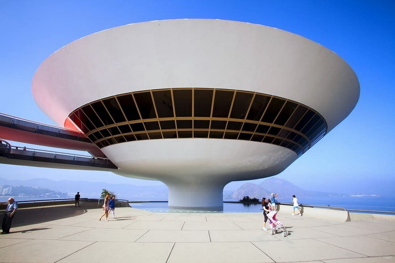 Niterói Contemporary Art Museum by Oscar Niemeyer: Iconic Saucer-Shaped Structure Sheet2