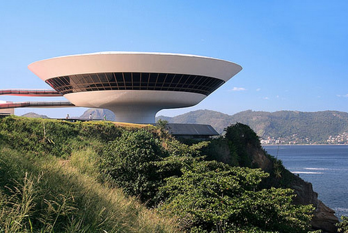 Niterói Contemporary Art Museum by Oscar Niemeyer: Iconic Saucer-Shaped Structure Sheet4