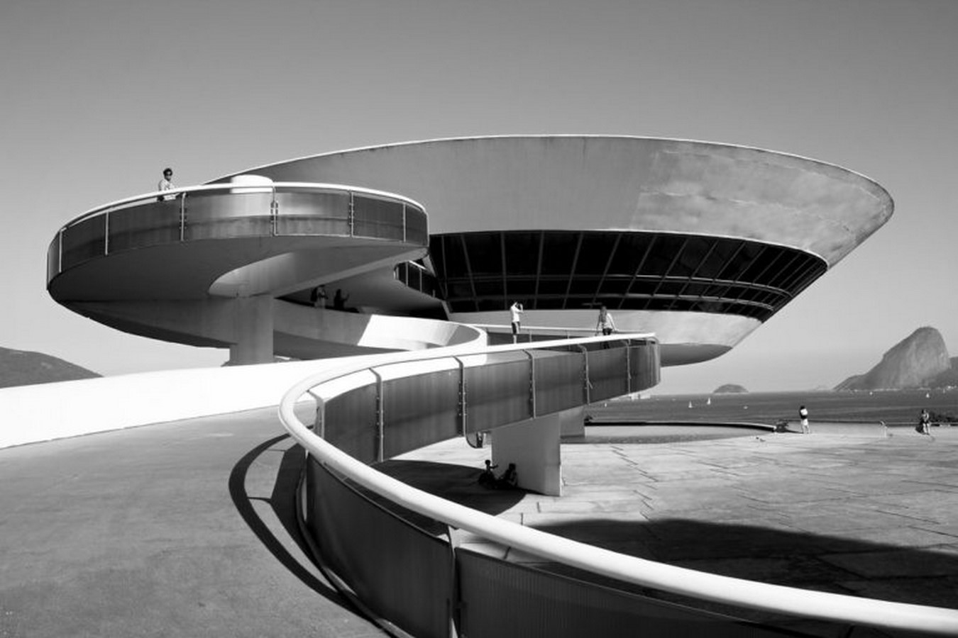 Niterói Contemporary Art Museum by Oscar Niemeyer: Iconic Saucer-Shaped Structure Sheet6