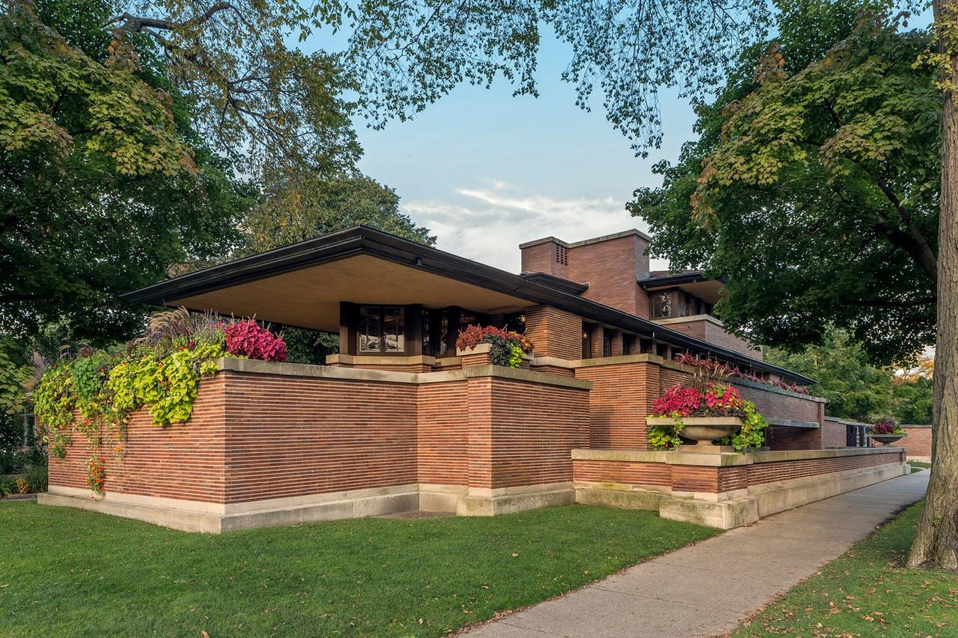 Frederick C. Robie House by Frank Lloyd Wright: Prairie style of architecture - Sheet1