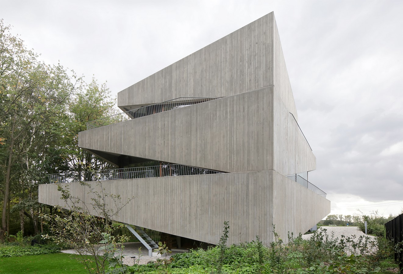 Belgian House Featuring Asymmetrical Angled Concrete Canopies designed by GRAUX & BAEYENS Architecten - Sheet20