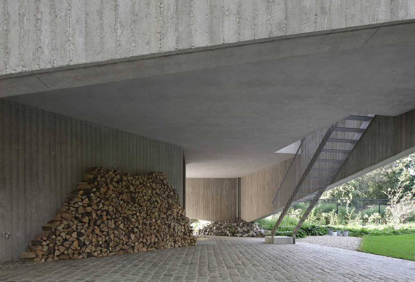 Belgian House Featuring Asymmetrical Angled Concrete Canopies designed by GRAUX & BAEYENS Architecten - Sheet3