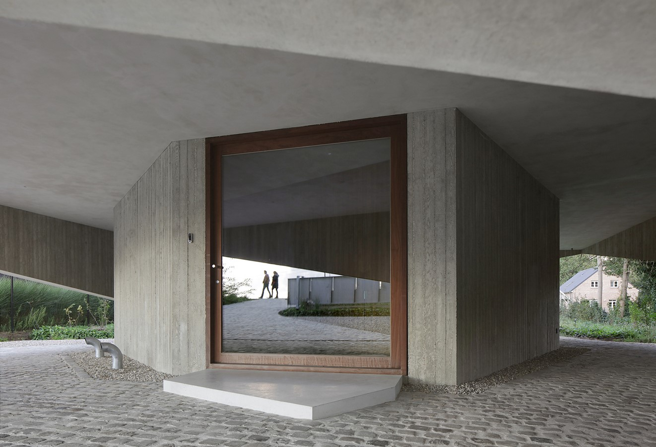 Belgian House Featuring Asymmetrical Angled Concrete Canopies designed by GRAUX & BAEYENS Architecten - Sheet4