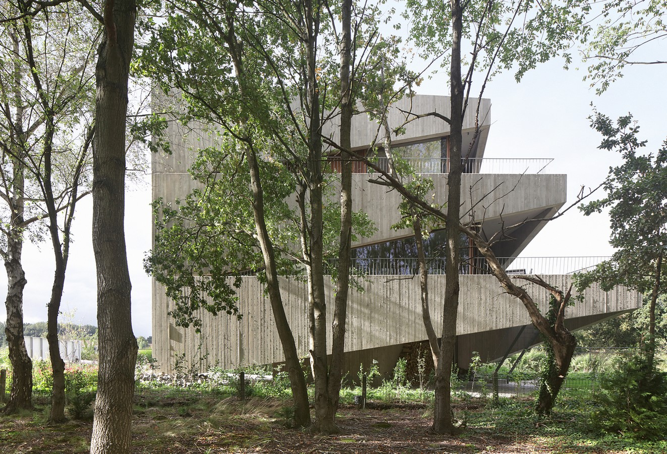 Belgian House Featuring Asymmetrical Angled Concrete Canopies designed by GRAUX & BAEYENS Architecten - Sheet7
