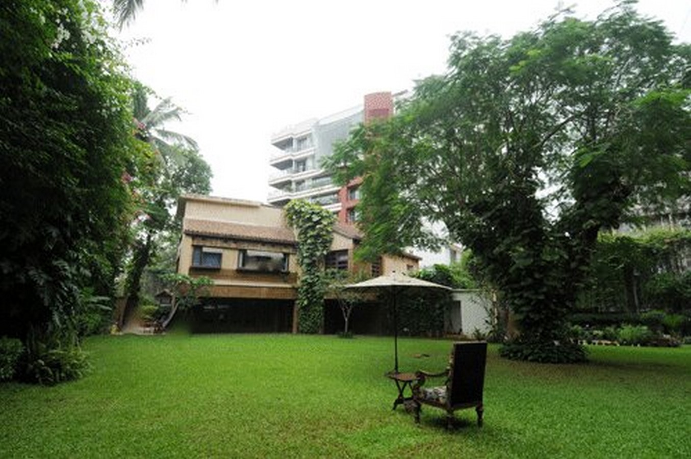 An inside look at all the houses owned by Amitabh Bachchan - Sheet6
