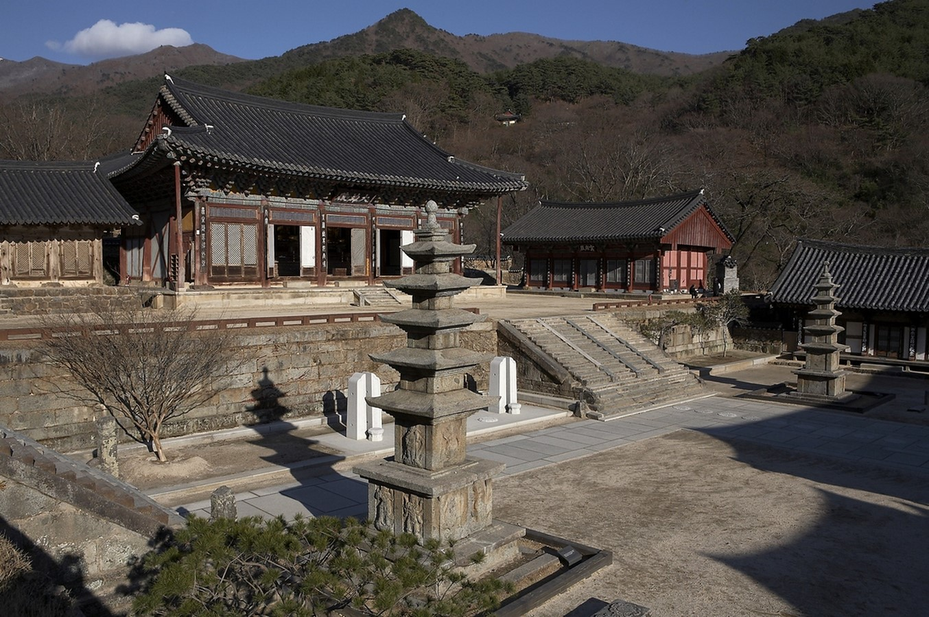Modern and traditional Architecture in South Korea - Sheet3