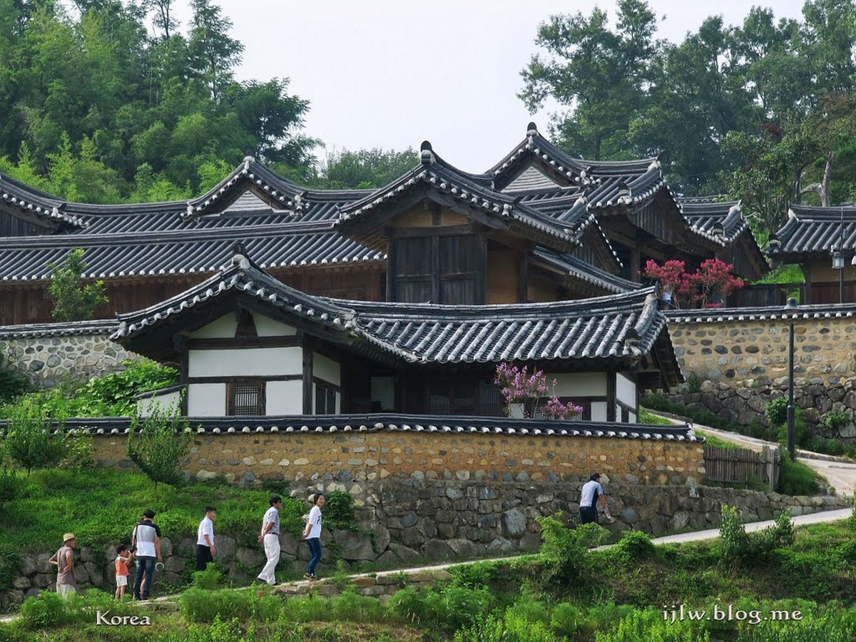 Modern and traditional Architecture in South Korea - Sheet5