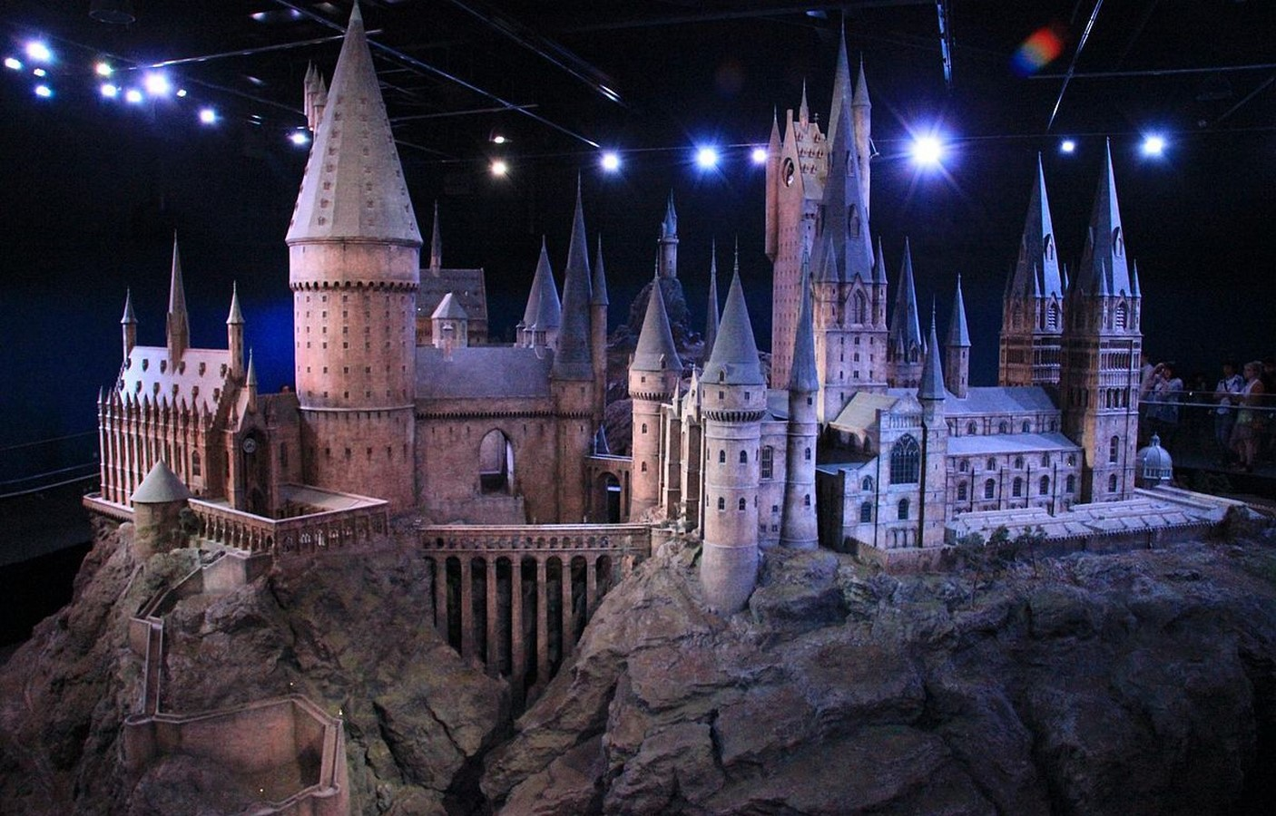 10 Famous set designers of all times around the world - sheet20