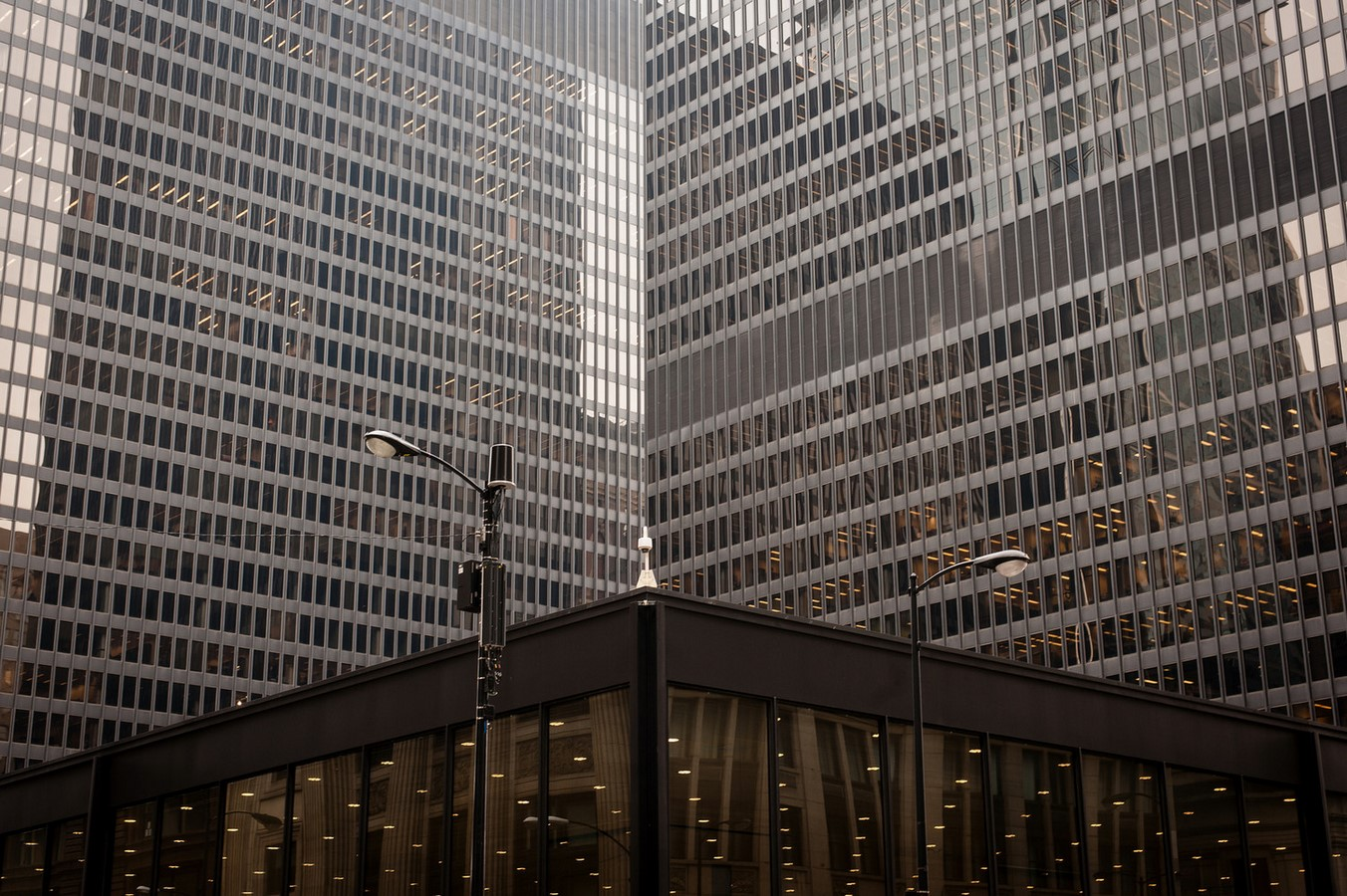 Chicago Federal Centre by Ludwig Mies van der Rohe: A union of Buildings - Sheet1