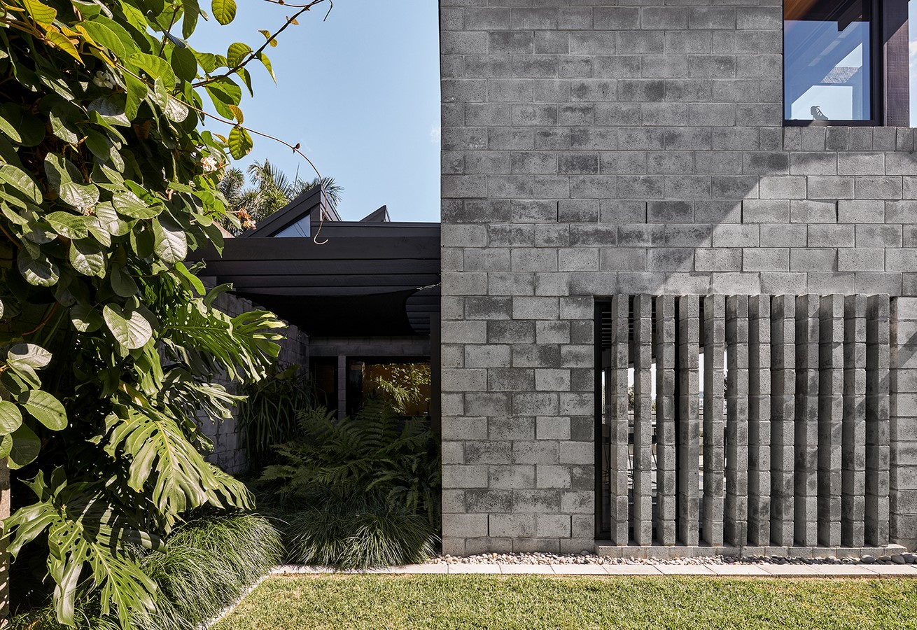 Chambers House by Shaun Lockyer Architects: Raw, Crafted, Modernist building - Sheet13